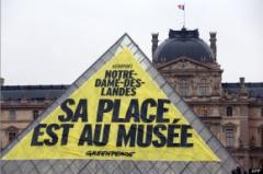Louvre_NDDL_greenpeace.jpg